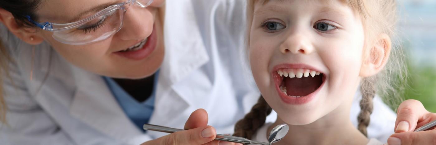 Peodonție cu pricepere și blândețe - Sectorul 6 - Lyrdent